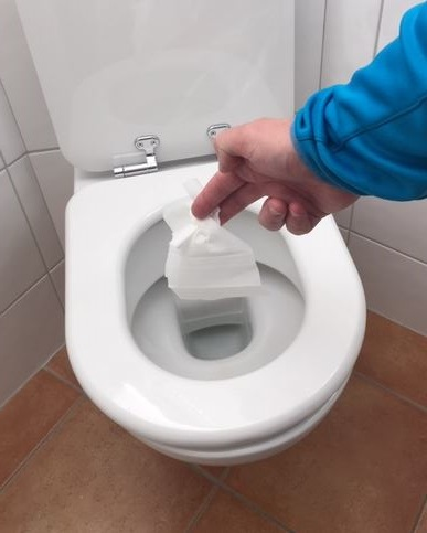 Feuchtes Toilettenpapier verstopft Abwasserpumpen und Kläranlagen